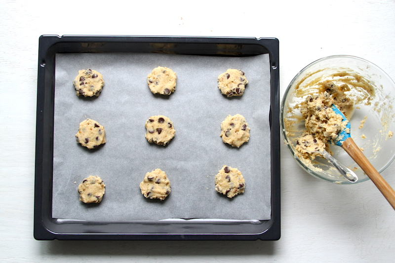 Chocolate Chip Cookies auf Blech