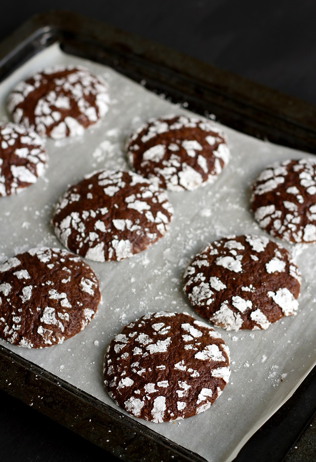 Chocolate Crinkle Cookies backen
