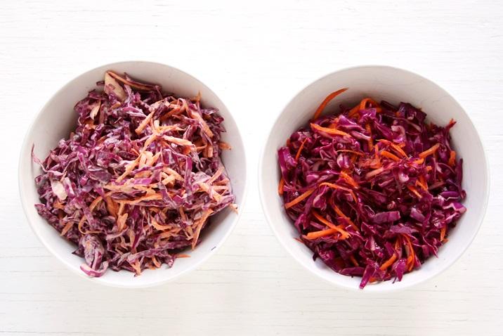 Links: Cremiger Coleslaw mit Mayonnaise, Rechts: Rotkraut Coleslaw mit Weißwein Dressing.