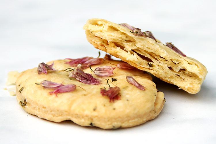 Cracker Kekse mit frischen Kräutern Rezept