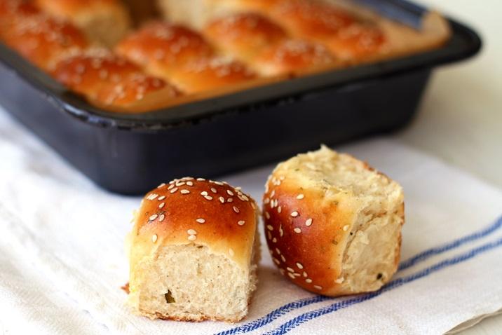 Dinner Rolls mit Salbei und brauner Butter