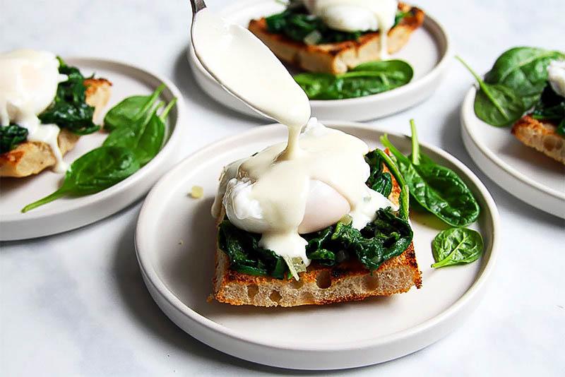 Eggs Florentine Sauce pochierte Eier