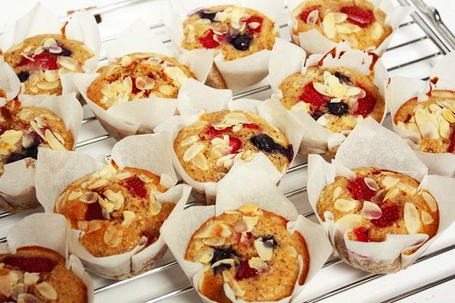 Muffins backen bis sie goldgelb sind.