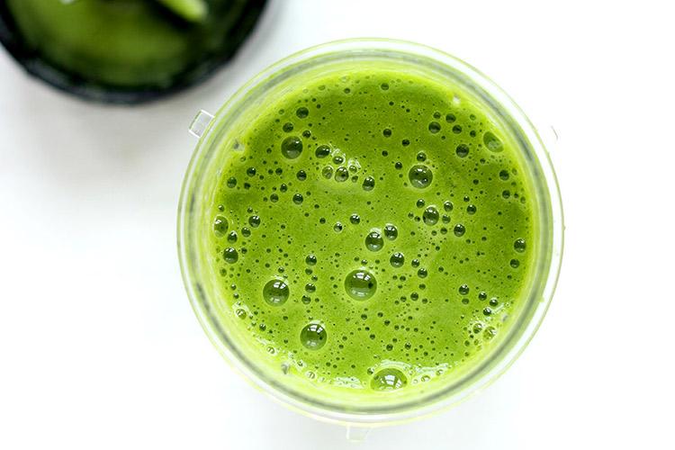 Einfacher grüner Smoothie mit Spinat Rezept