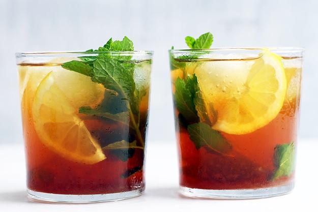 Eistee mit Gartenkräuter Rezept