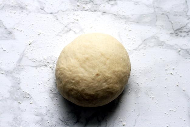 Elastischer Strudelteig für Apfelstrudel