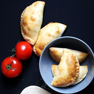 Empanadas de tomate y queso – Tomaten-Käse-Teigtaschen