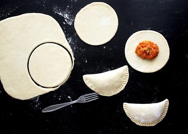 Empanadas mit Tomaten und Käse