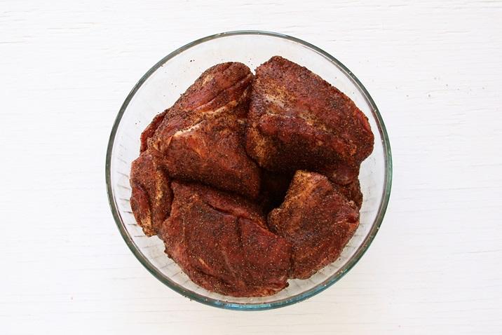 Fleisch würzen Pulled Pork