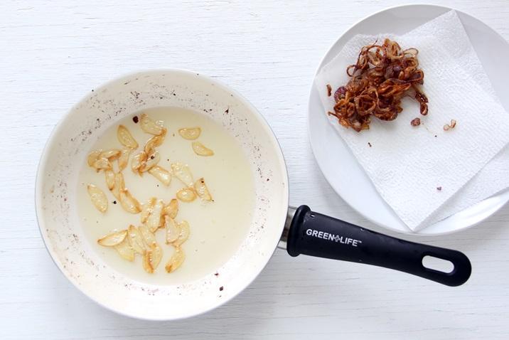 Frittierter Zwiebel und Knoblauch Ahi Poke