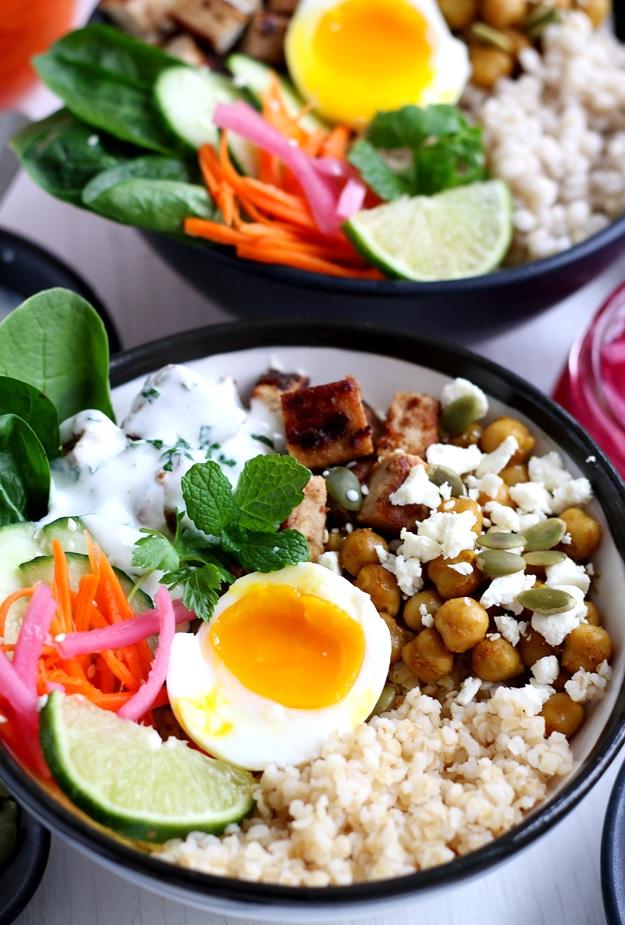 Grain Bowls mit Tofu und Spinat Rezept