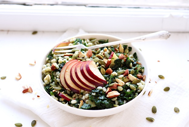 Grain Salad with Kale and Plums Rezept