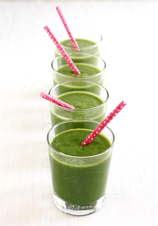 Grüner Smoothie mit grell grüner Farbe Rezept