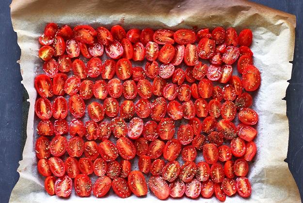 Halb getrocknete Tomaten im Ofen Rezept