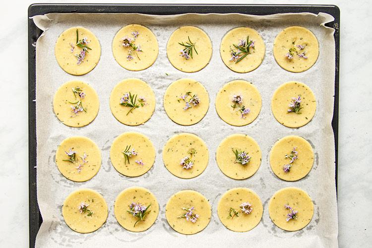 Kekse mit Blüten und Kräutern Rezept