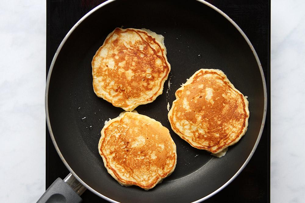 Luftige Banana Pancakes ohne Zucker