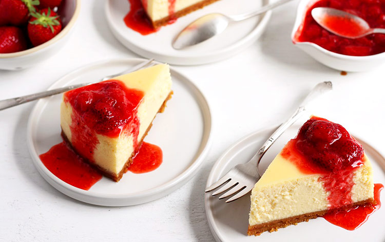 Original New York Cheesecake mit Erdbeersauce Rezept