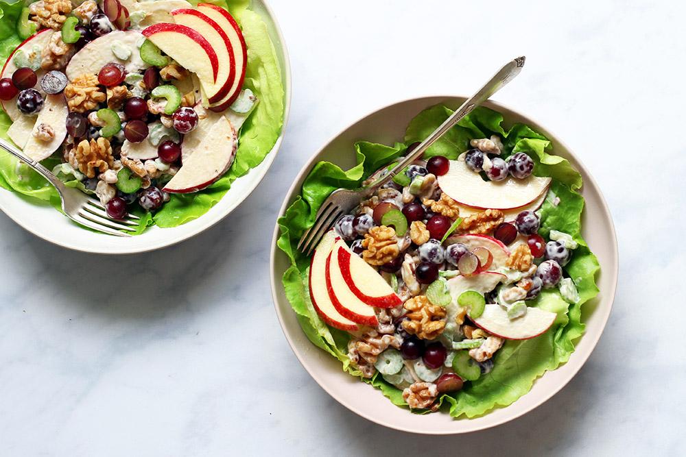 Zwei Schüsseln Waldorf Salat