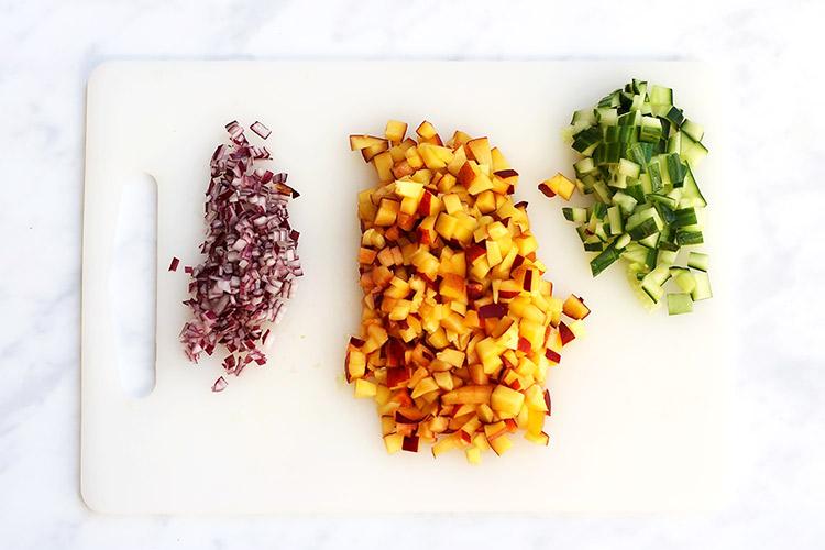 Pfirsich Salsa fuer Hot Dog Rezept
