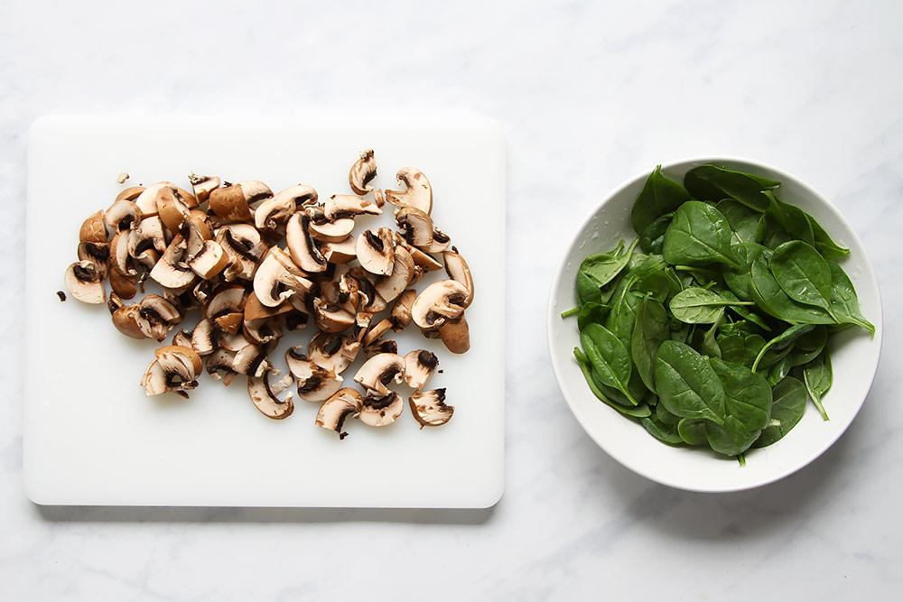 Pilze und Spinat für Picknick Sandwich
