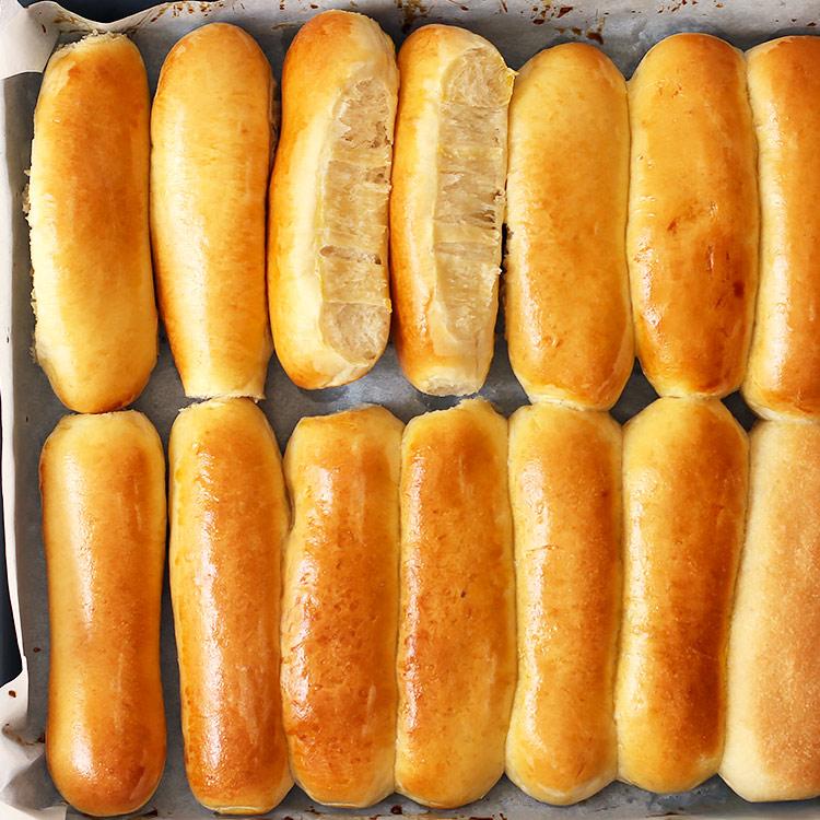 Einfache Hot Dog Brötchen
