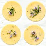 Rezept Kekse mit frischen Kräutern und Blüten