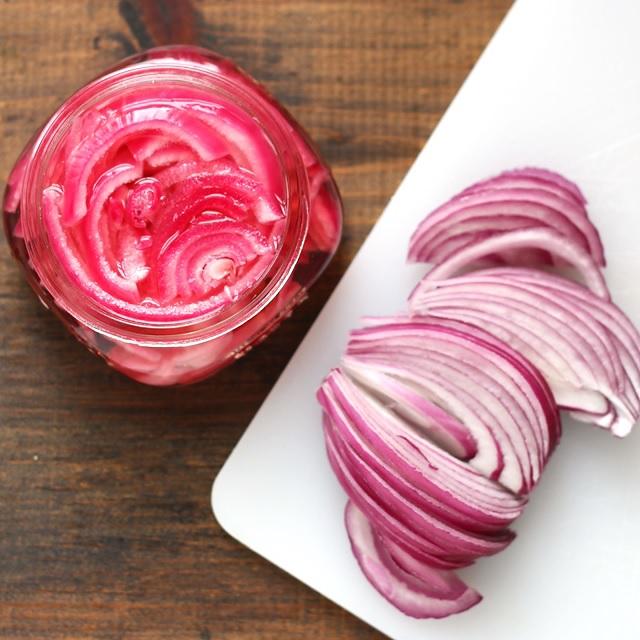 Quick Pickled Onions - Schnell Eingelegte Zwiebeln