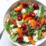 Rezept Sommersalat mit Kirschen und Aprikosen