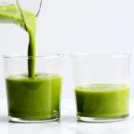 Einfacher grüner Smoothie mit Spinat