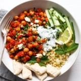 Vegetarische Bowl mit Kichererbsen und Bulgur