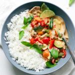 Rotes Curry mit Huhn und heimischem Gemüse – mit Video