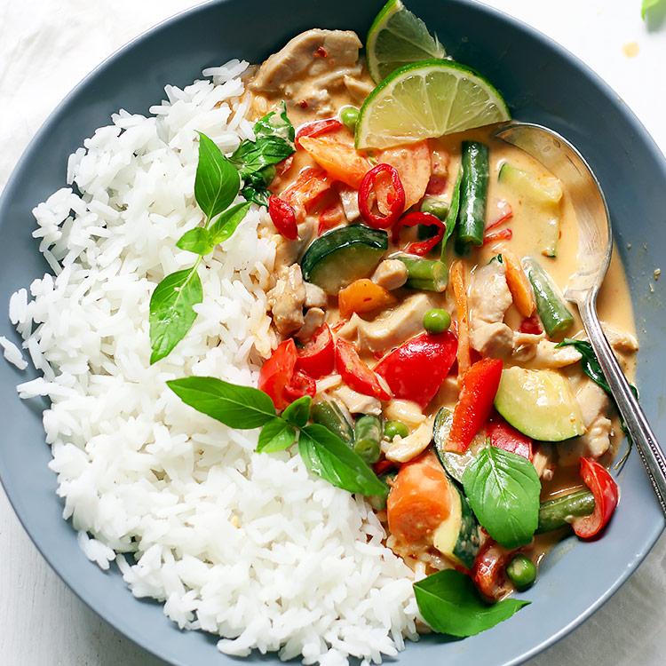 Rotes Curry mit Huhn und heimischem Gemüse - mit Video
