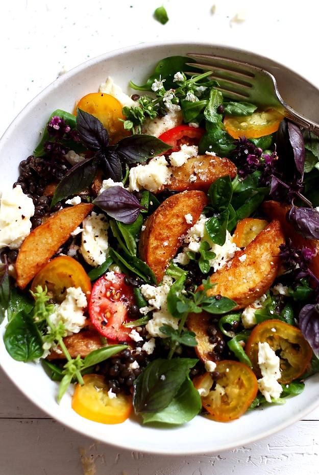 Potato Wedges Salat mit schwarzen Linsen » Taste of Travel