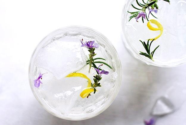 Rosmarin Gin Fizz Rezept Cocktail