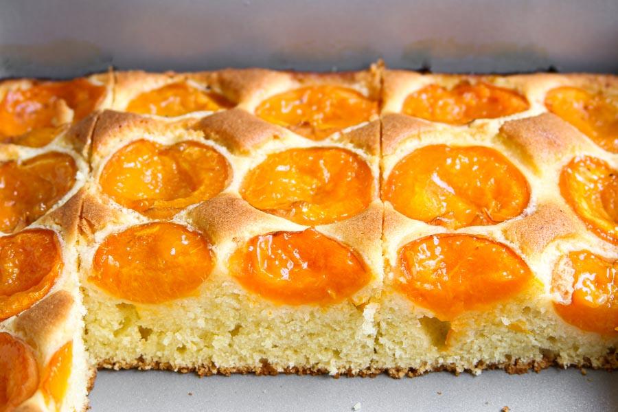 Saftiger Aprikosenkuchen vom Blech Rezept