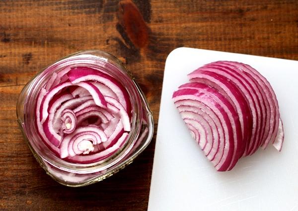 Schnell eingelegte Zwiebeln - Pickled Onions