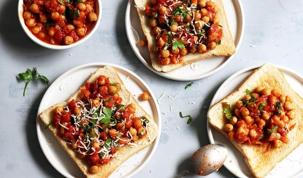Schneller Kichererbsen Tomaten Toast