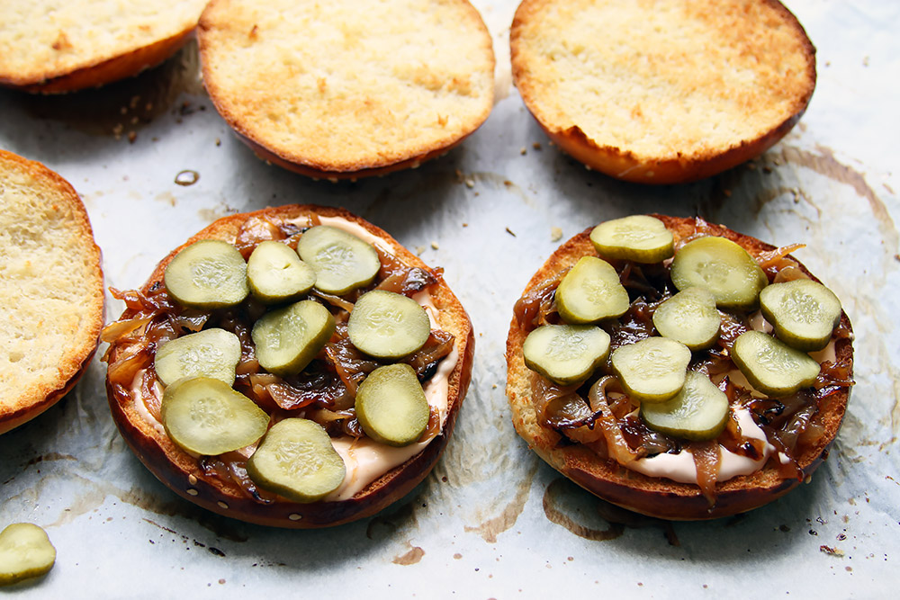 Smash Burger mit Zwiebeln