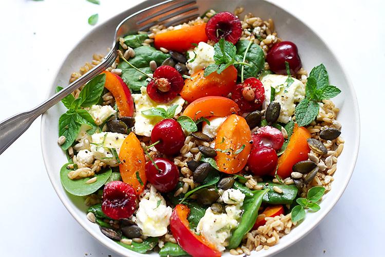 Sommersalat mit Früchten Rezept