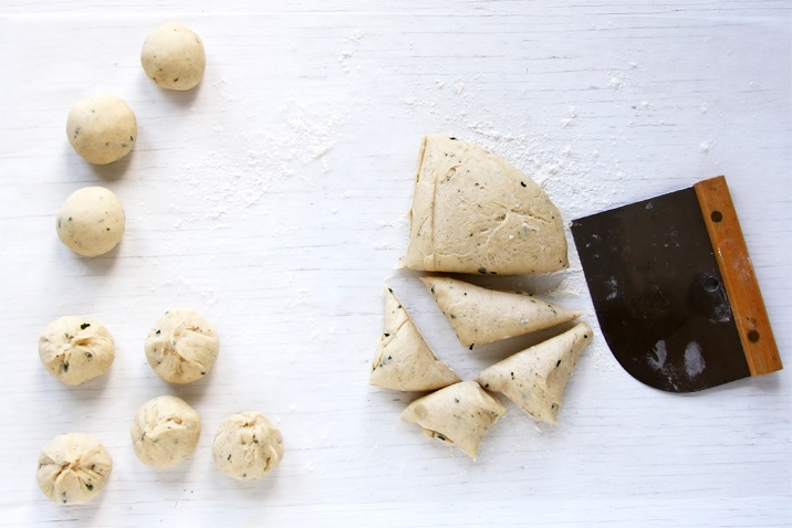 Teig zu Kuglen formen - Dinner Rolls