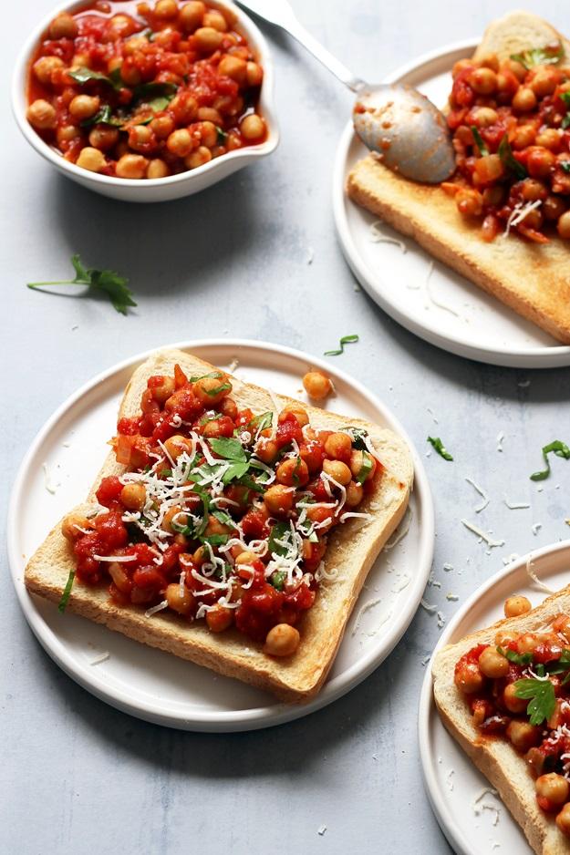Tomaten Kichererbsen auf Toast Rezept