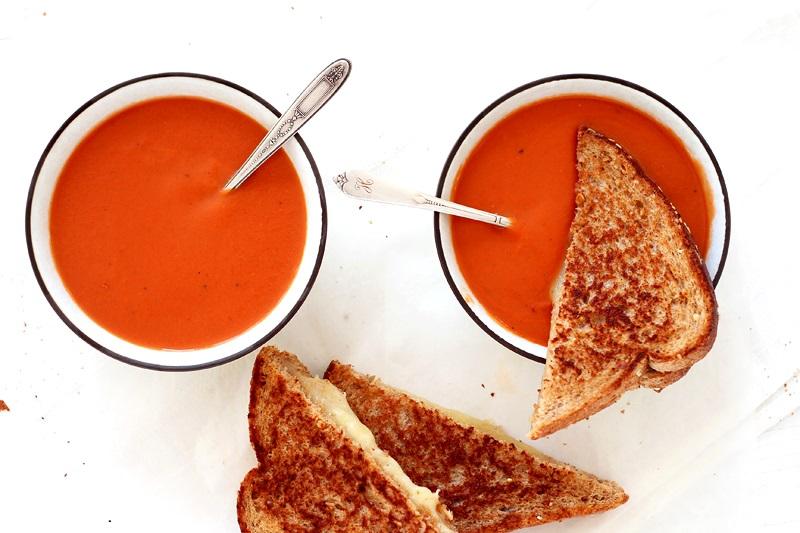 Tomatensuppe mit Grilled Cheese Sandwich Rezept
