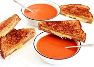 Tomato Soup mit Grilled Cheese Sandwich für derStandard.at
