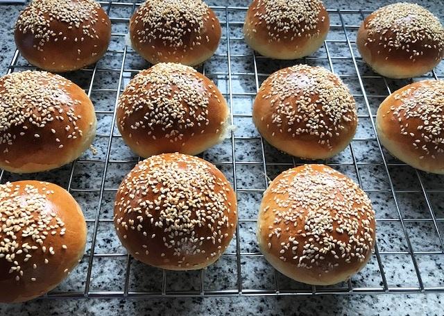 Hamburger Buns Rezept von TasteofTravel.at