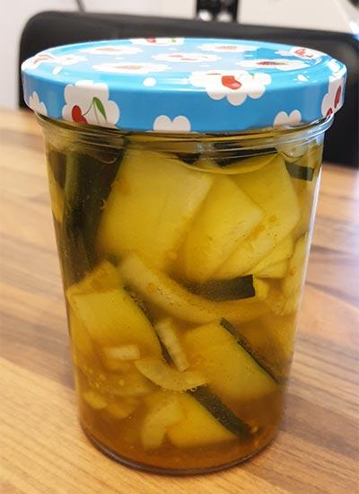 Eingelegte Zucchini nach einem Rezept von Tasteoftravel.at