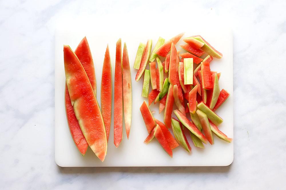 Wassermelonenschalen Pickles Melonen schneiden