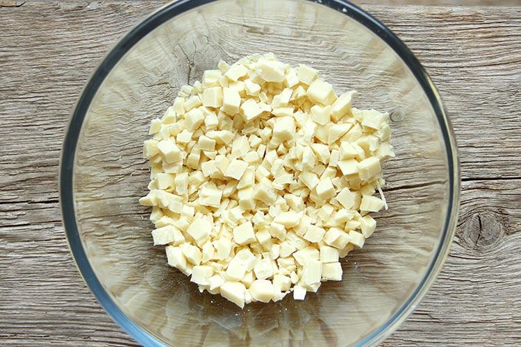 Weiße Schokolade für Mousse au Chocolat