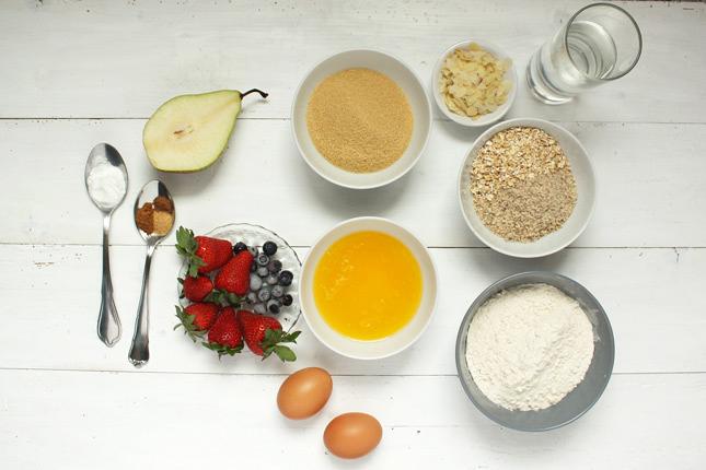Zutaten für einfache Fruchtmuffins.
