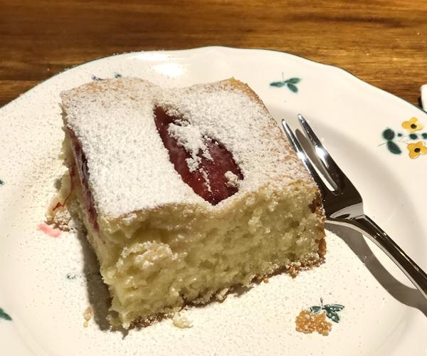 Userbild einfacher saftiger Zwetschgenkuchen nach einem Rezept von Taste of Travel